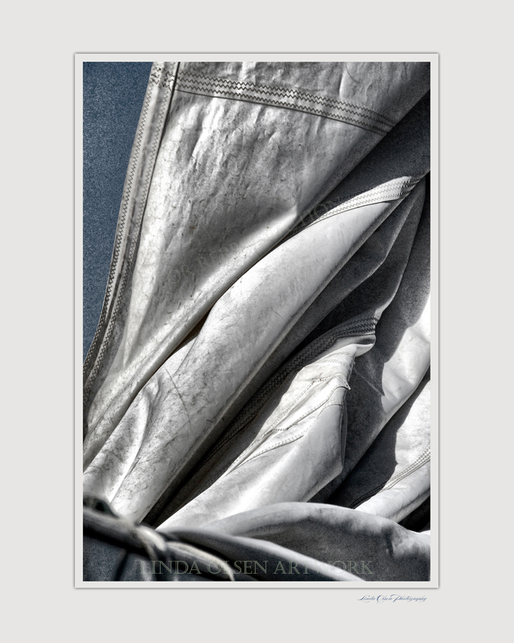Foresail folds