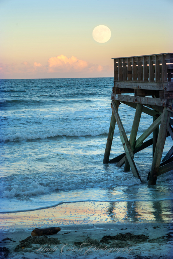 harvest-moon-and-pier